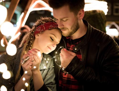 Malin und Josh – ein Paarshooting auf dem Weihnachtsmarkt